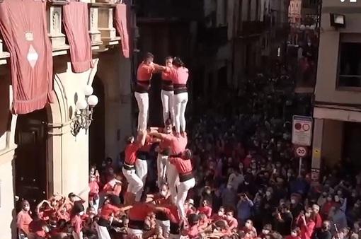 """Thi xây """"tháp người"""" tại Tây Ban Nha"""