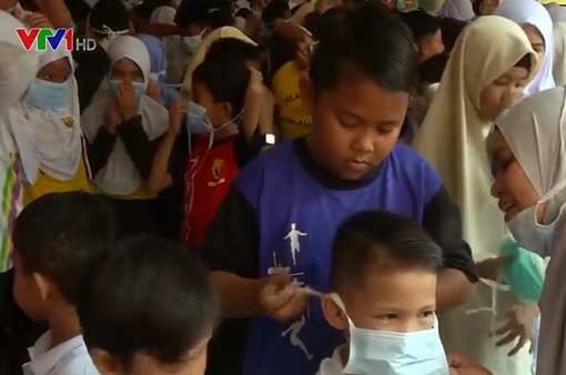 Malaysia sẽ phạt giáo viên từ chối tiêm vaccine COVID-19