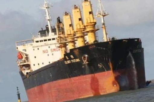 Quảng Trị: Tạm dừng cứu hộ tàu 28.000 tấn mắc cạn ở vùng biển Cửa Việt