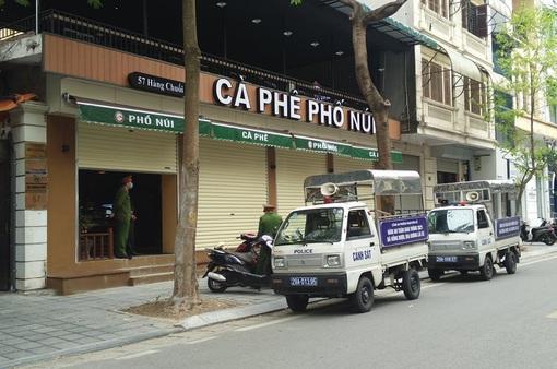 Lập biên bản xử phạt quán cà phê tụ tập đông người tại phố Hàng Chuối