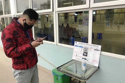 Hà Nội yêu cầu người dân quét mã QR code chống dịch khi đến làm việc