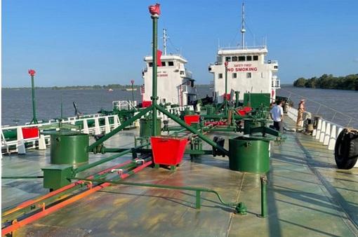 Bắt thêm 2 tàu bơm hút xăng trong đường dây sản xuất xăng giả