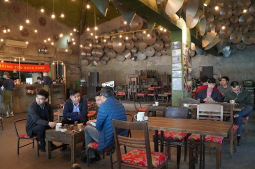 Nhà hàng, quán cà phê Hà Nội mừng rỡ mở cửa đón khách trở lại