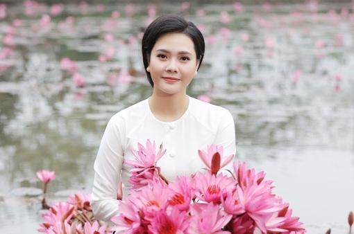 """Sao mai Lương Nguyệt Anh đưa """"chàng trai đặc biệt"""" vào MV dịp 8/3"""