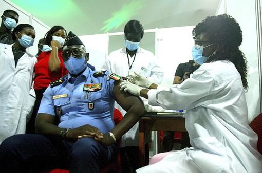 WHO sẽ có 237 triệu liều vaccine COVID-19 phân phối miễn phí