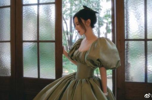 Hậu lễ trao giải Weibo, Hoa hậu Hoàn vũ Trung Quốc nhập viện vì mặc váy bó