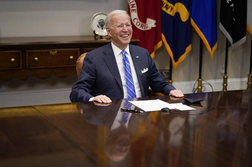 Thượng viện Mỹ họp thâu đêm, thông qua gói cứu trợ kỷ lục 1.900 tỉ USD