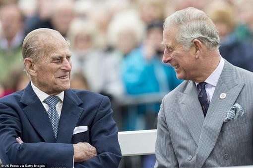Mong mỏi cuối cùng của Hoàng thân Philip với thái tử Charles trước khi qua đời: Chăm sóc nữ hoàng!