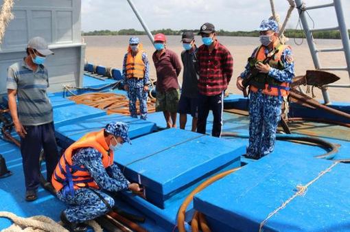 Cảnh sát biển bắt giữ 100.000 lít dầu lậu
