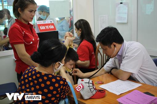 Trái tim cho em khám sàng lọc tim bẩm sinh miễn phí cho 1.100 trẻ tại Điện Biên
