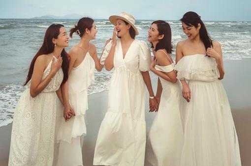 Lộ bụng bầu lớn, Phanh Lee nổi bật xinh đẹp giữa hội bạn thân