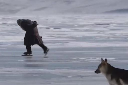 Cụ bà 80 tuổi trượt băng điêu luyện
