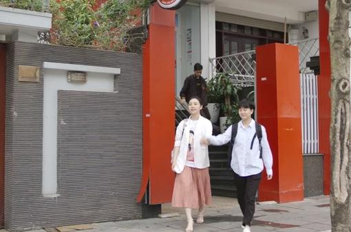 """Hãy nói lời yêu tập 1: Hoàng My (Quỳnh Kool) bị mẹ cấm chơi với bạn """"không cùng tầng mây"""""""