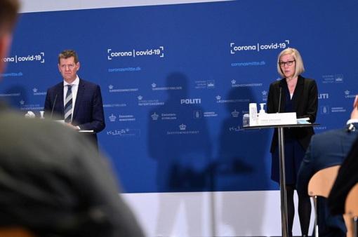 Quan chức Đan Mạch ngất xỉu khi công bố dừng vaccine của AstraZeneca
