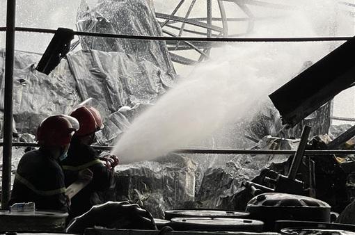 Khống chế kịp thời đám cháy tại Công ty TNHH Sơn TOA Việt Nam