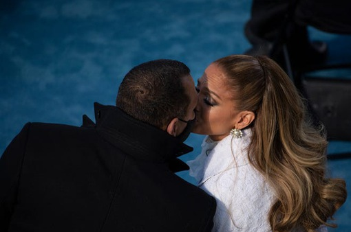 """Jennifer Lopez và Alex Rodriguez: """"Chúng tôi tốt hơn chỉ là bạn bè"""""""