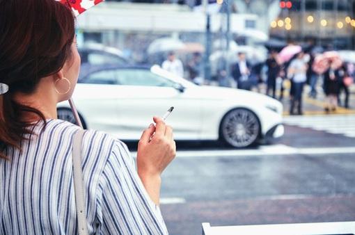 Luật mới về hút thuốc ngoài trời có hiệu lực tại Nhật Bản