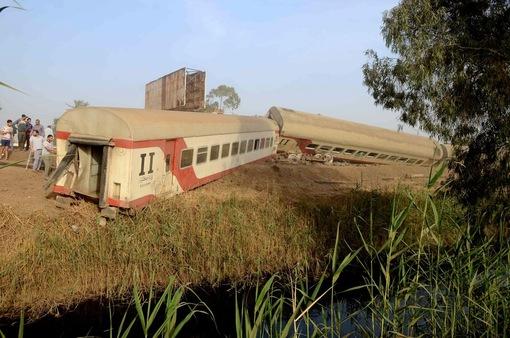 Tai nạn xe lửa gần Cairo (Ai Cập), ít nhất 11 người thiệt mạng và gần 100 người bị thương