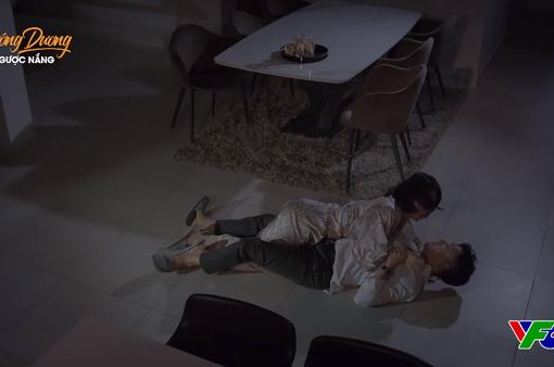 Hướng dương ngược nắng - Tập 56: Hoàng mò mẫm gì ở nhà Minh giữa đêm khuya?