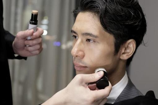 """Ngành trang điểm tại Nhật Bản """"ăn nên làm ra"""" nhờ khách nam"""