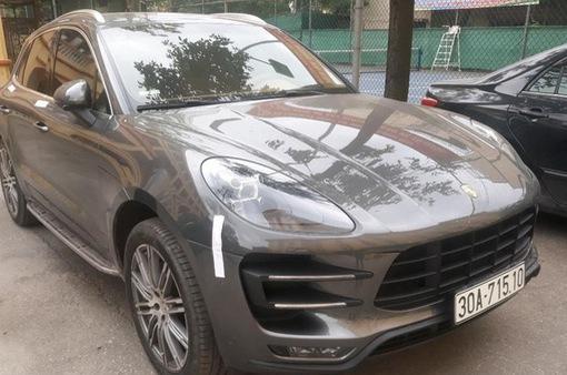 """Truy tìm tài xế xe Porsche Macan mang biển số """"song sinh"""""""