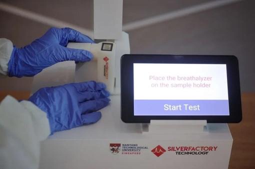 Máy thở kiểm tra COVID-19 có thể sớm được sử dụng rộng rãi tại Singapore
