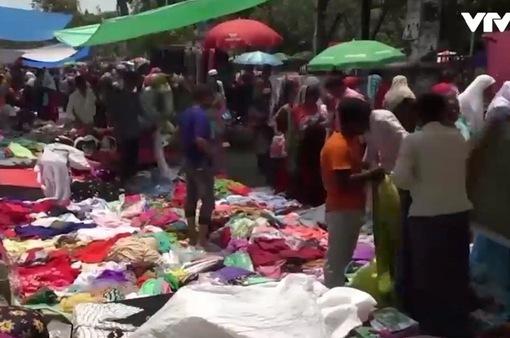Người dân Bangladesh chen chúc mua sắm chuẩn bị lễ hội