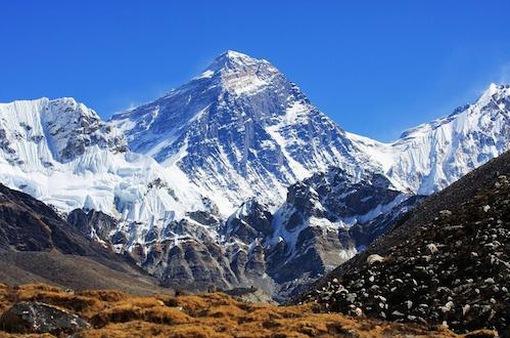 Đỉnh Everest đón các nhà leo núi nước ngoài sau 1 năm đóng cửa
