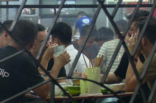 Nguy cơ cao lây nhiễm COVID-19, Hà Nội xem xét tạm dừng hoạt động các quán bia