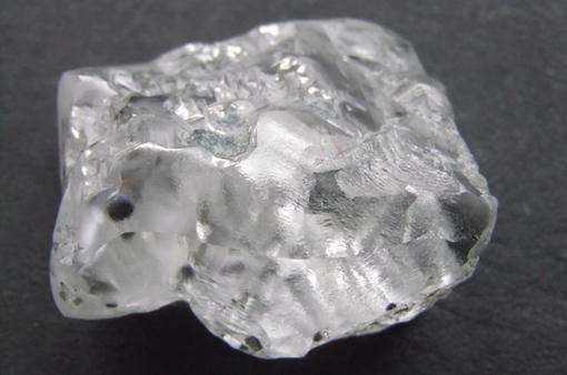 """Phát hiện viên kim cương trắng """"khủng"""" 370 carat"""