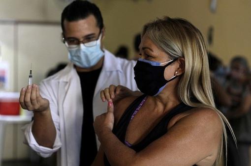 Brazil ngừng tiêm vaccine AstraZeneca cho thai phụ