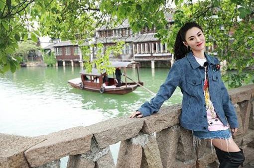 Trương Bá Chi chuyển đến Thượng Hải cùng 3 con trai