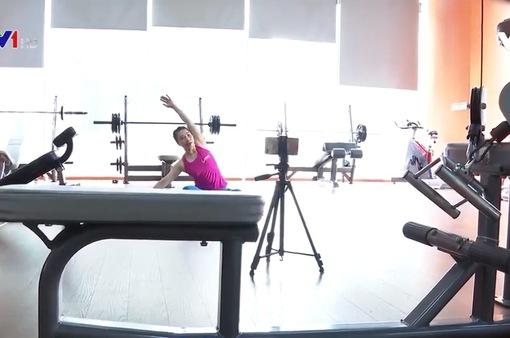 Người dân chuyển sang tập gym online do dịch COVID-19