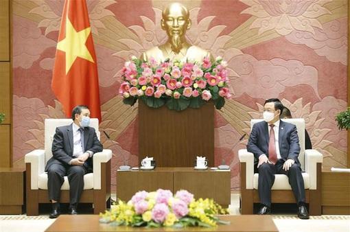 Việt Nam luôn coi trọng mối quan hệ hữu nghị vĩ đại, đoàn kết đặc biệt với Lào