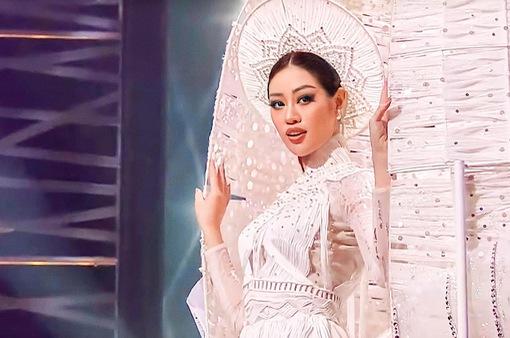 Miss Universe: Khánh Vân với cú xoay ấn tượng ở phần thi trang phục dân tộc