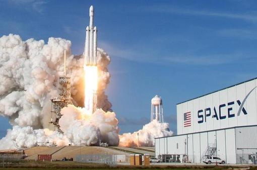"""SpaceX """"bắt tay"""" Google Cloud phát triển băng thông rộng vệ tinh"""