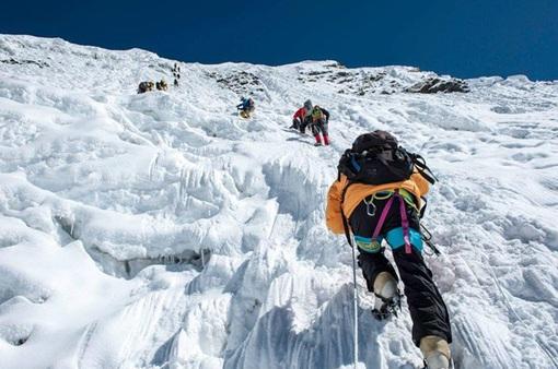 Trung Quốc dừng hoạt động leo núi trên đỉnh Everest