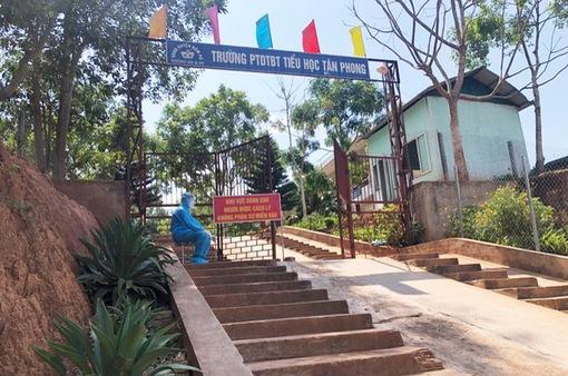 Đình chỉ công tác 3 cán bộ liên quan chùm ca mắc COVID-19 ở Điện Biên