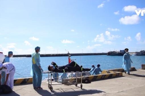 Mổ cấp cứu thuyền viên tại đảo Trường Sa