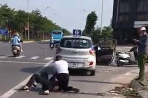 Khen thưởng tài xế taxi dũng cảm bắt giữ đối tượng trốn truy nã đặc biệt
