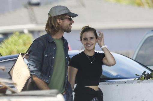 Emma Watson xuất hiện lần đầu tiên sau 9 tháng, phủ nhận chuyện đính hôn