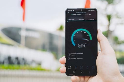 Smartphone Việt rẽ trái hay đi thẳng?