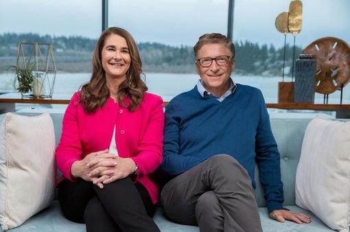 Tỷ phú Bill Gates đã chuyển 2,4 tỷ USD cổ phần tại một loạt công ty cho bà Melinda