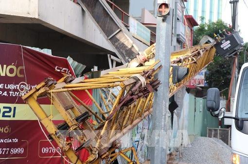 Rơi thanh cẩu dài 20m tại công trường thi công tòa nhà 20 tầng