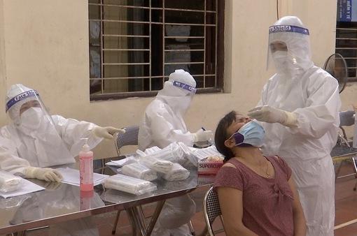 Trắng đêm lấy mẫu xét nghiệm tại ổ dịch xã Mão Điền, Bắc Ninh