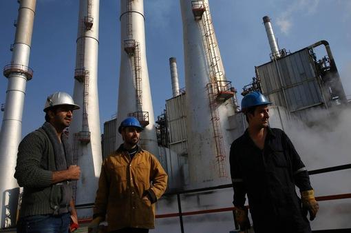 """IEA dự báo nhu cầu dầu mỏ """"bùng nổ"""" từ cuối năm 2022"""