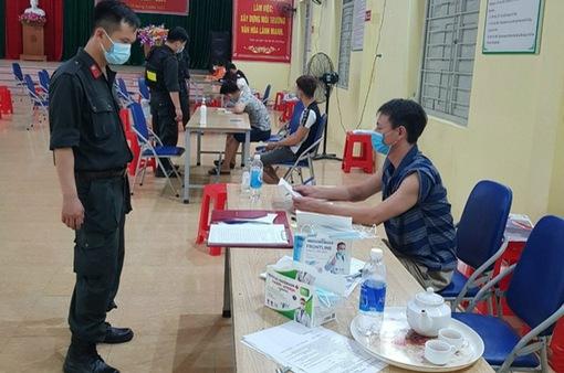 Tụ tập xem bóng đá, 7 người ở Bắc Giang bị phạt 105 triệu đồng