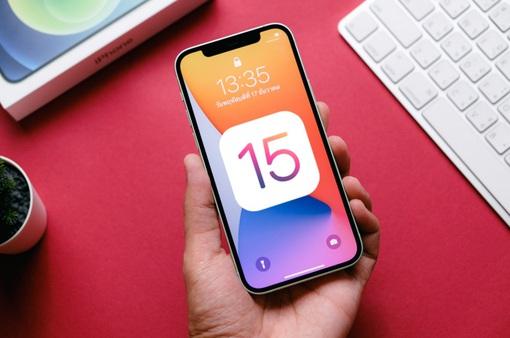 Người dùng iPhone có thể chọn cập nhật hệ điều hành mới hoặc chỉ cập nhật bảo mật từ iOS 15
