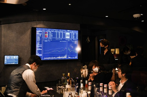"""""""Nóng"""" cuộc đua miễn phí giao dịch chứng khoán trực tuyến tại Nhật Bản"""