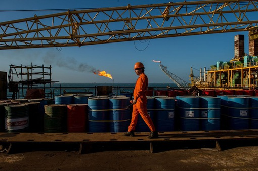 Vì sao giá dầu liên tục tăng?